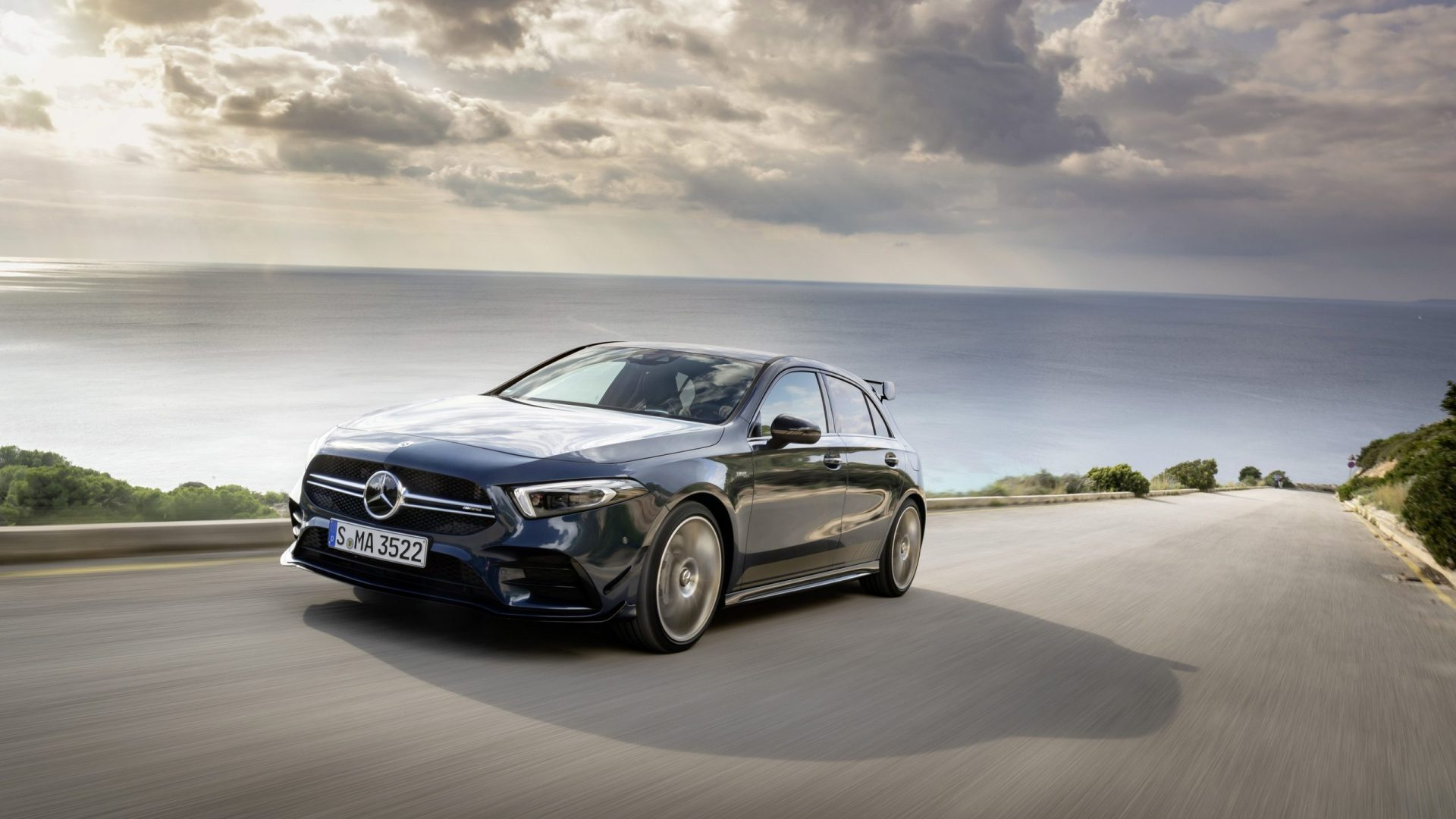 Mercedes Amg A 35 4matic: Neuer Einstieg In Die Welt Der Driving Performance Mercedes Amg A 35 4matic: New Entry Level Model Opens Up The World Of Driving Performance