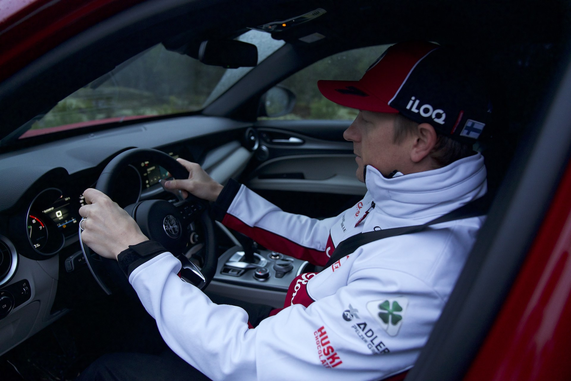 Kimi Raikkonen Alfa Romeo Stelvio 2