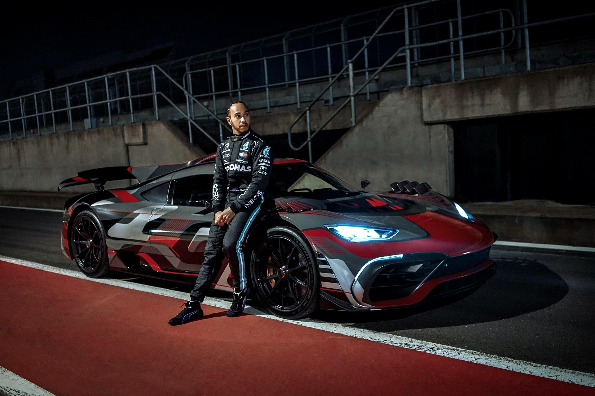 "Neue Mercedes Amg Marketingkampagne ""after Work"" Mit Lewis Hamilton New Mercedes Amg Marketing Campaign ""after Work"" With Lewis Hamilton"