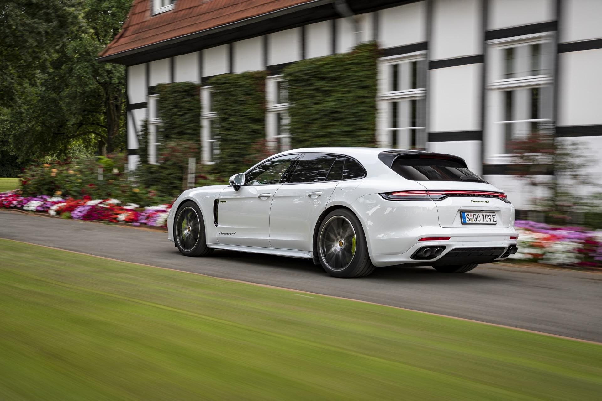 Porsche Panamera 4s E Hybrid 11