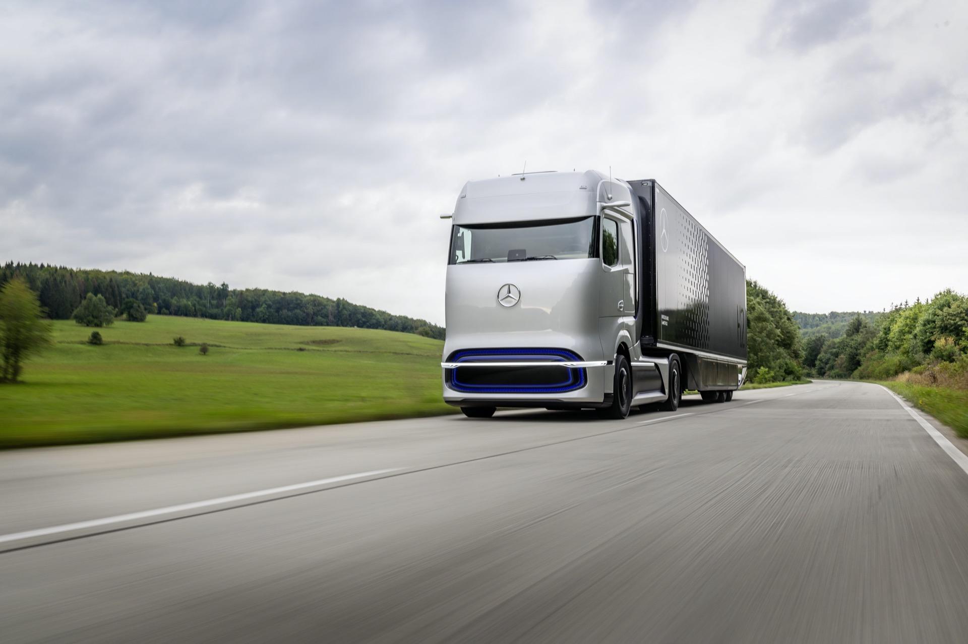 Einfaches Tanken An Der Tankstelle: Linde Und Daimler Truck Ag Kooperieren Bei Flüssigwasserstoff Betankungstechnologie Für Lkw Simple Refueling At Filling Stations: Linde And Daimler Truck Ag To Collaborate On Liquid Hydrogen Refueling Technology For T