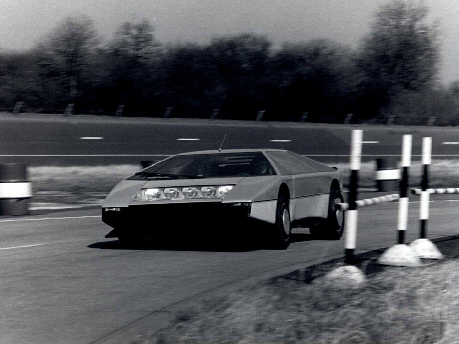 Aston Martin Bulldog Concept 4