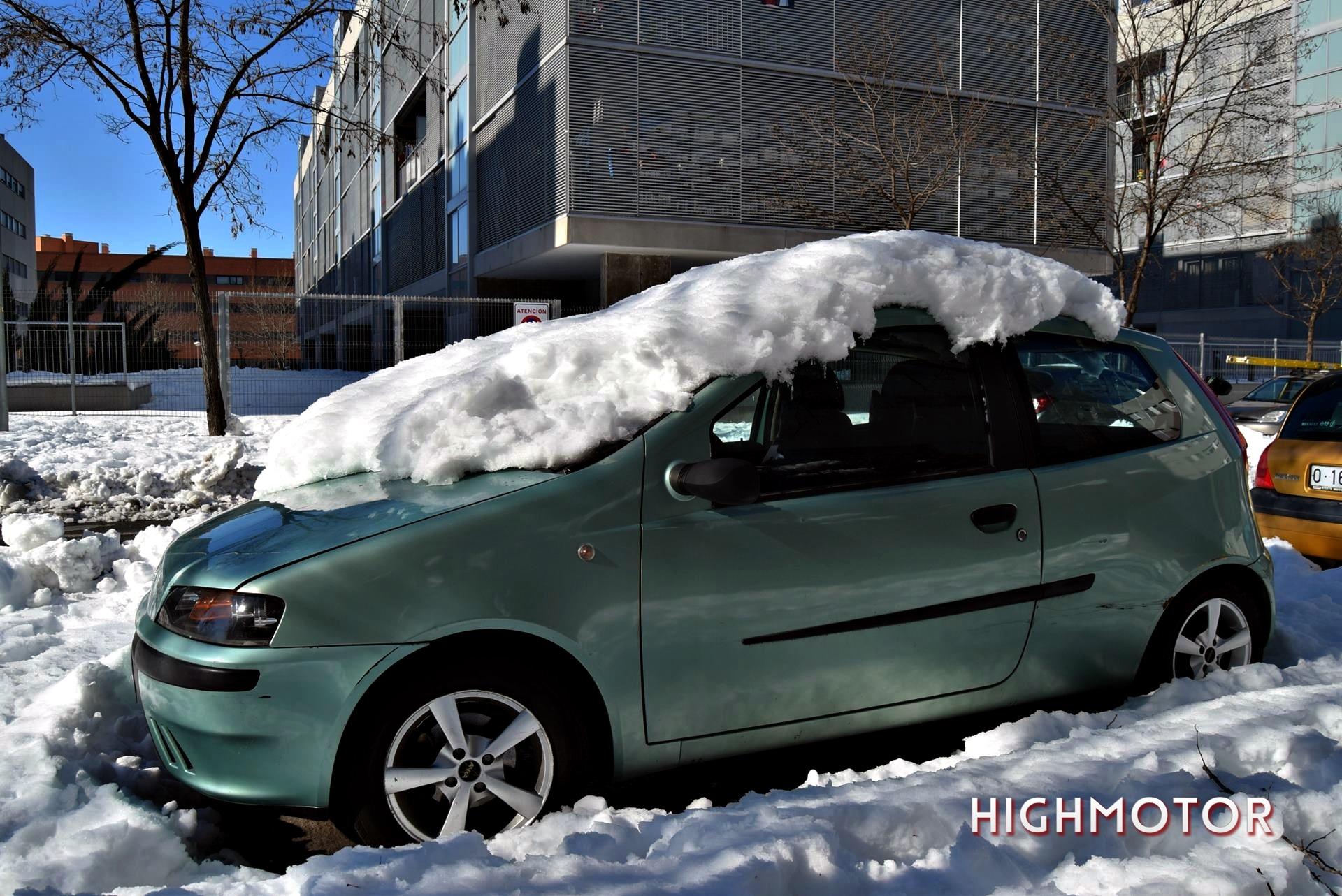 Quitar Nieve Y Hielo Del Coche (2)