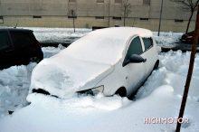 Consejos para quitar la nieve y el hielo del coche sin dañarlo