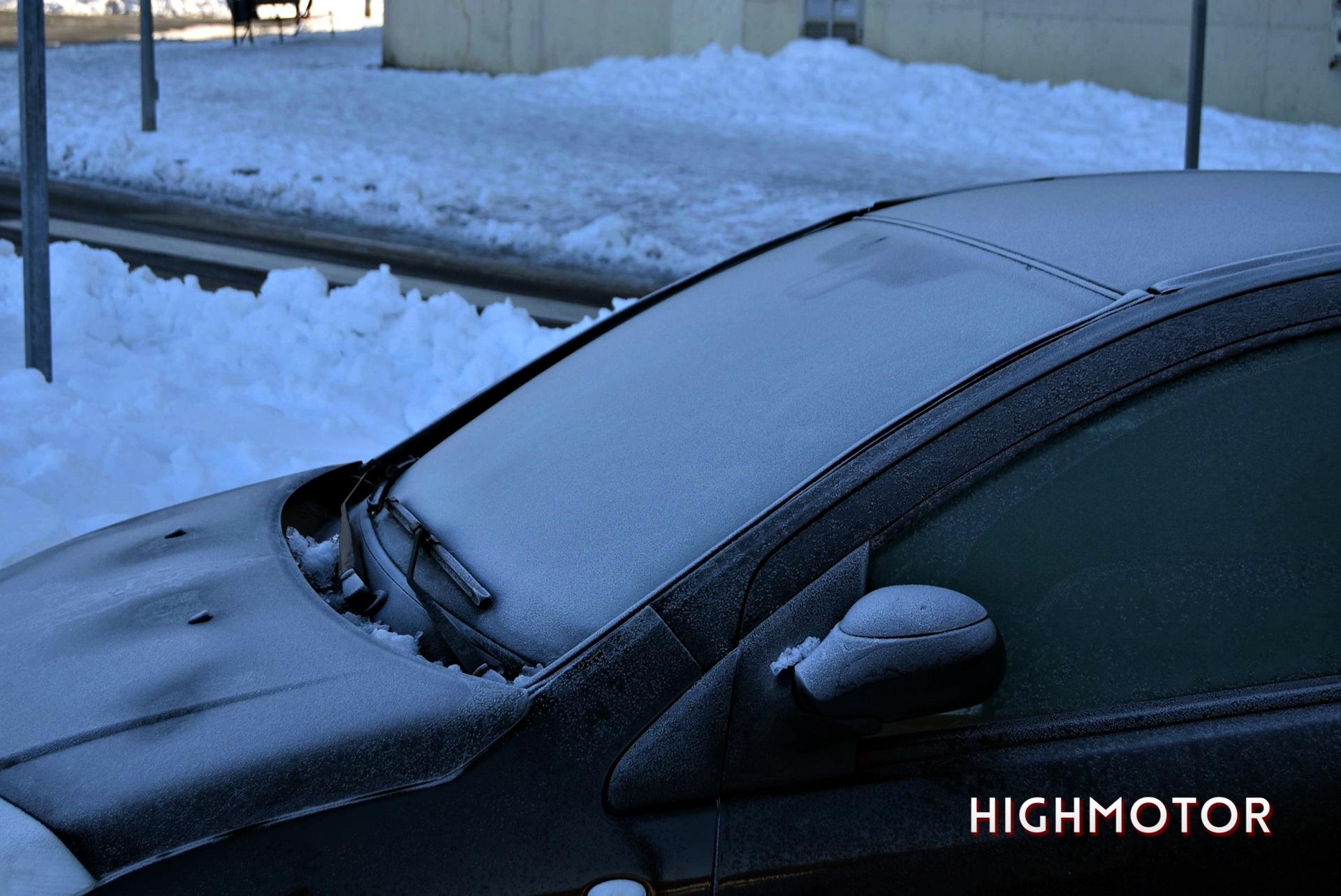 Quitar Nieve Y Hielo Del Coche (4)
