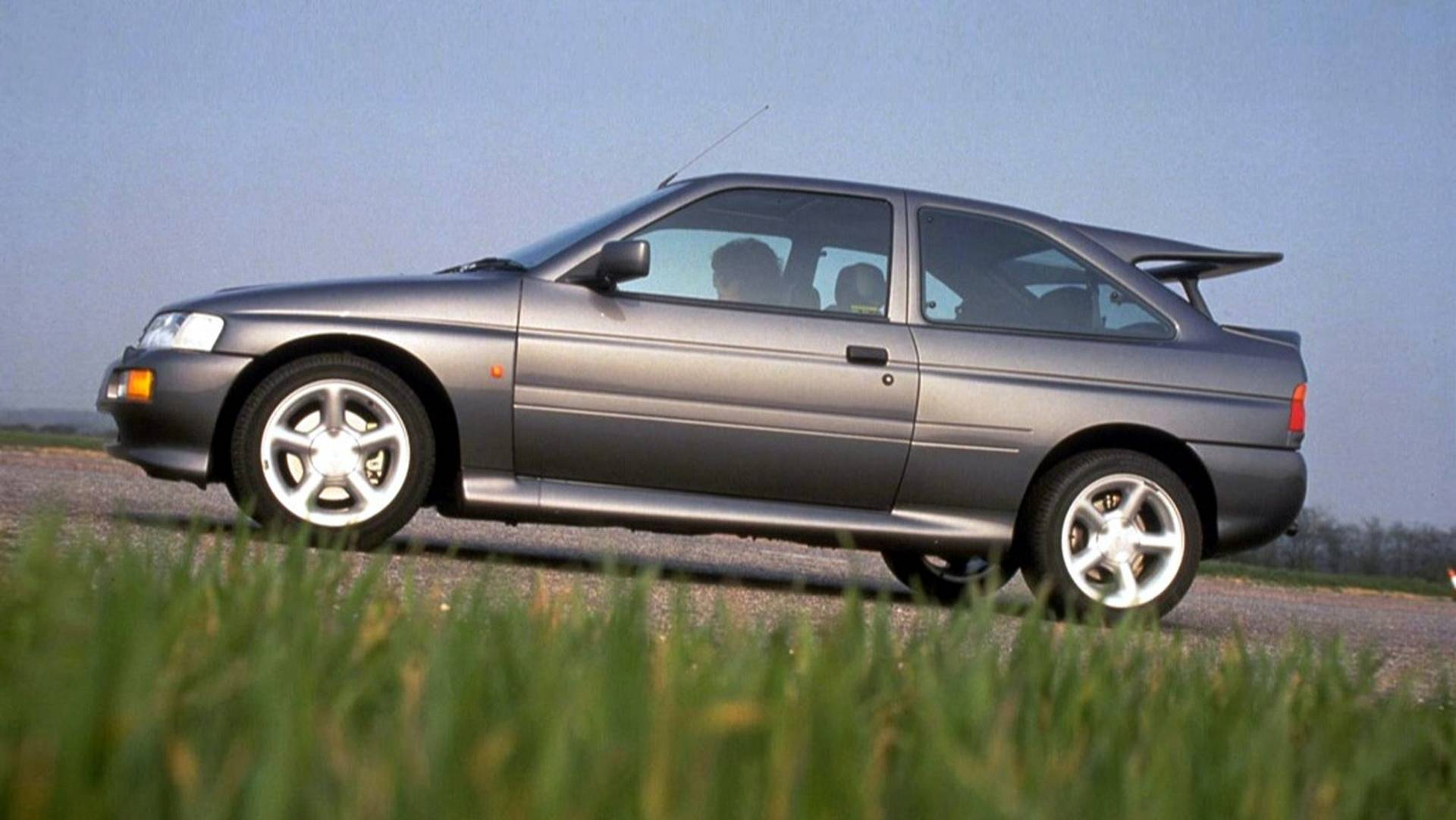 Ford Escort Rs Cosworth (2)