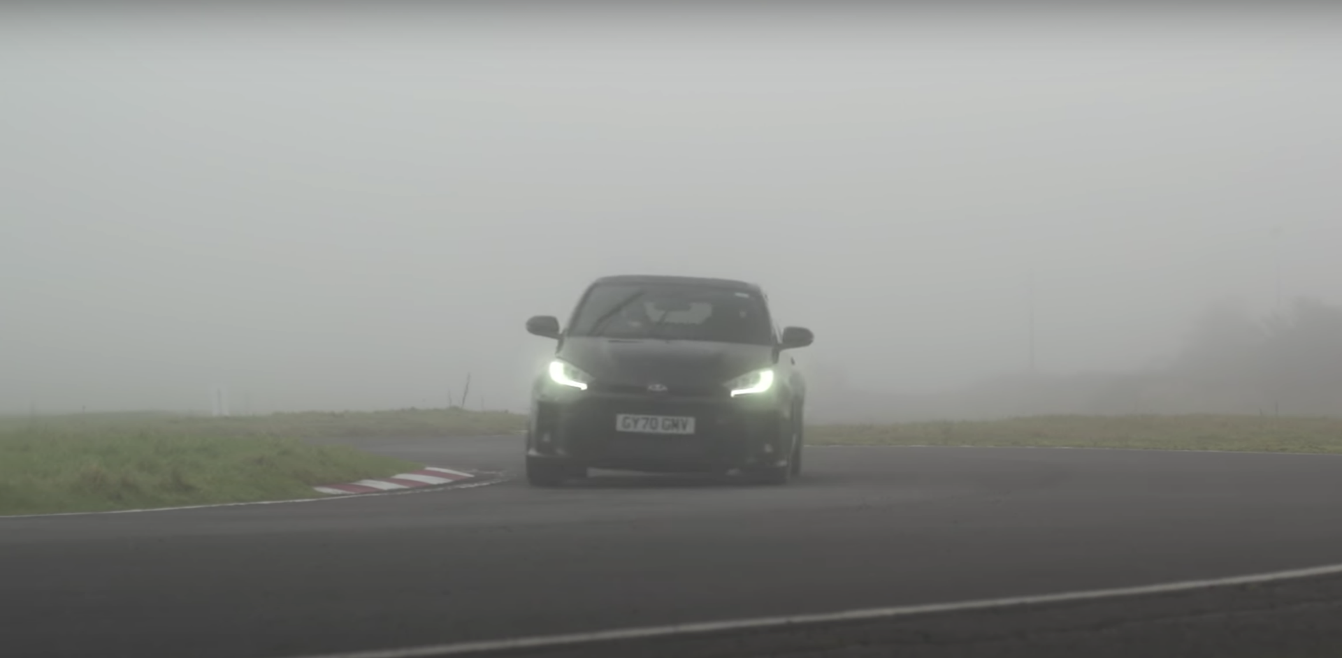 Video Toyota Gr Yaris Vs Nissan Gt R Nismo 2