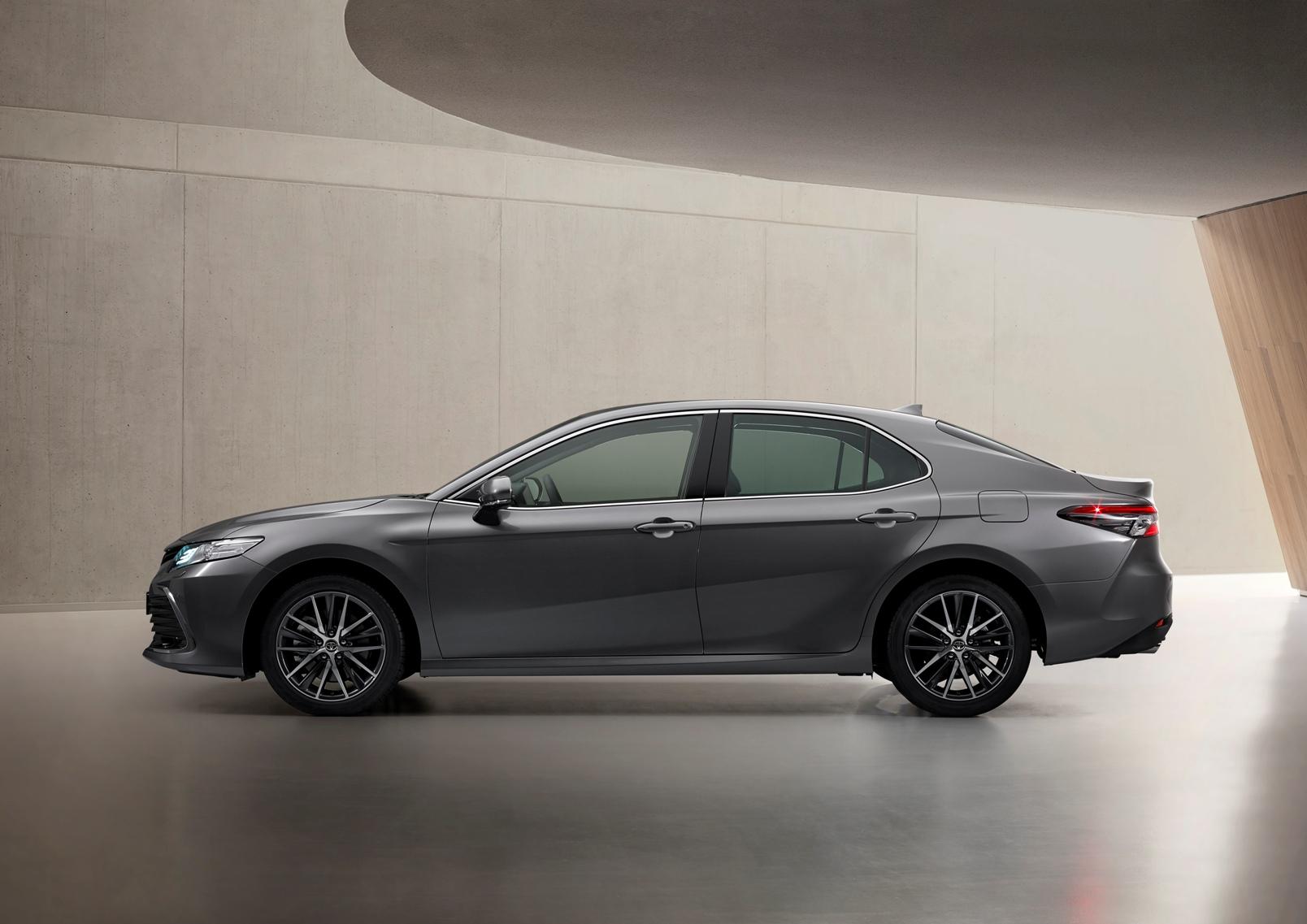 Toyota Camry Electric Hybrid 2021 (5)
