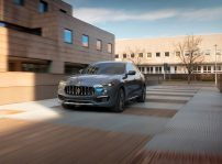 17893 Maseratilevantehybrid