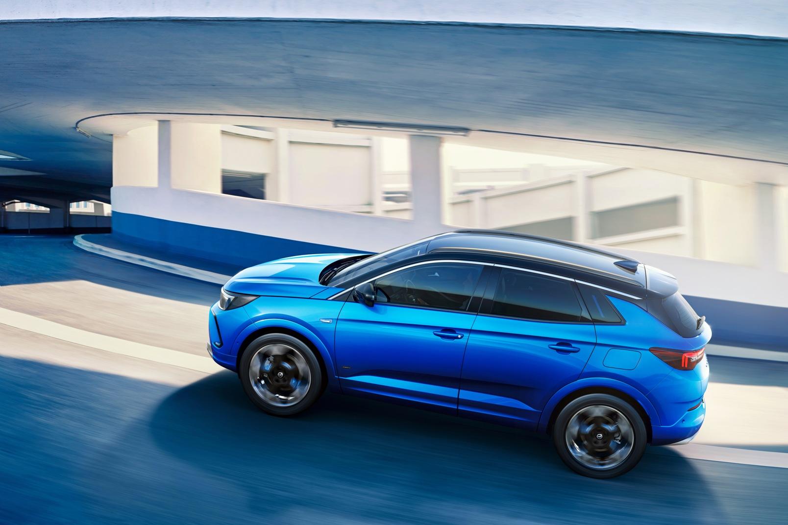 Opel Grandland Hybrid 2022 (2)
