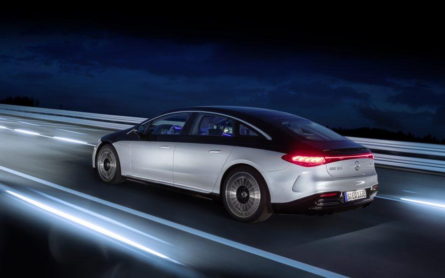 Mercedes Benz plan electrificación