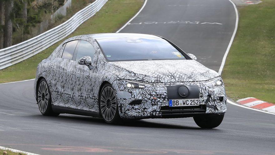Mercedes EQE camuflado