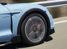Porsche Taycan Cross Turismo 070