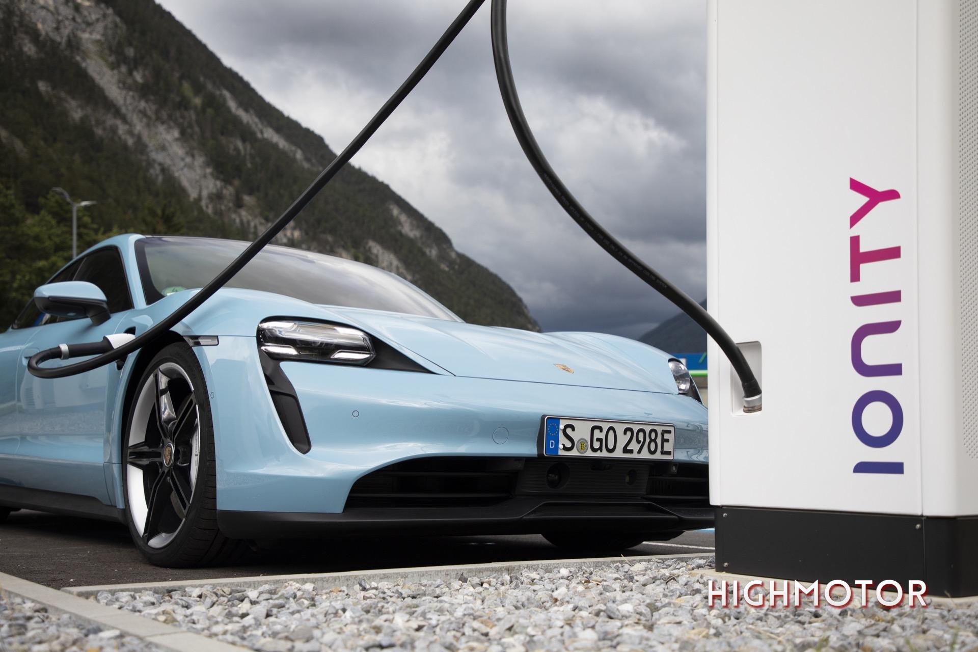 Porsche Taycan Turbo 12