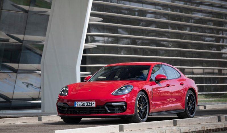 Porsche Panamera lleno